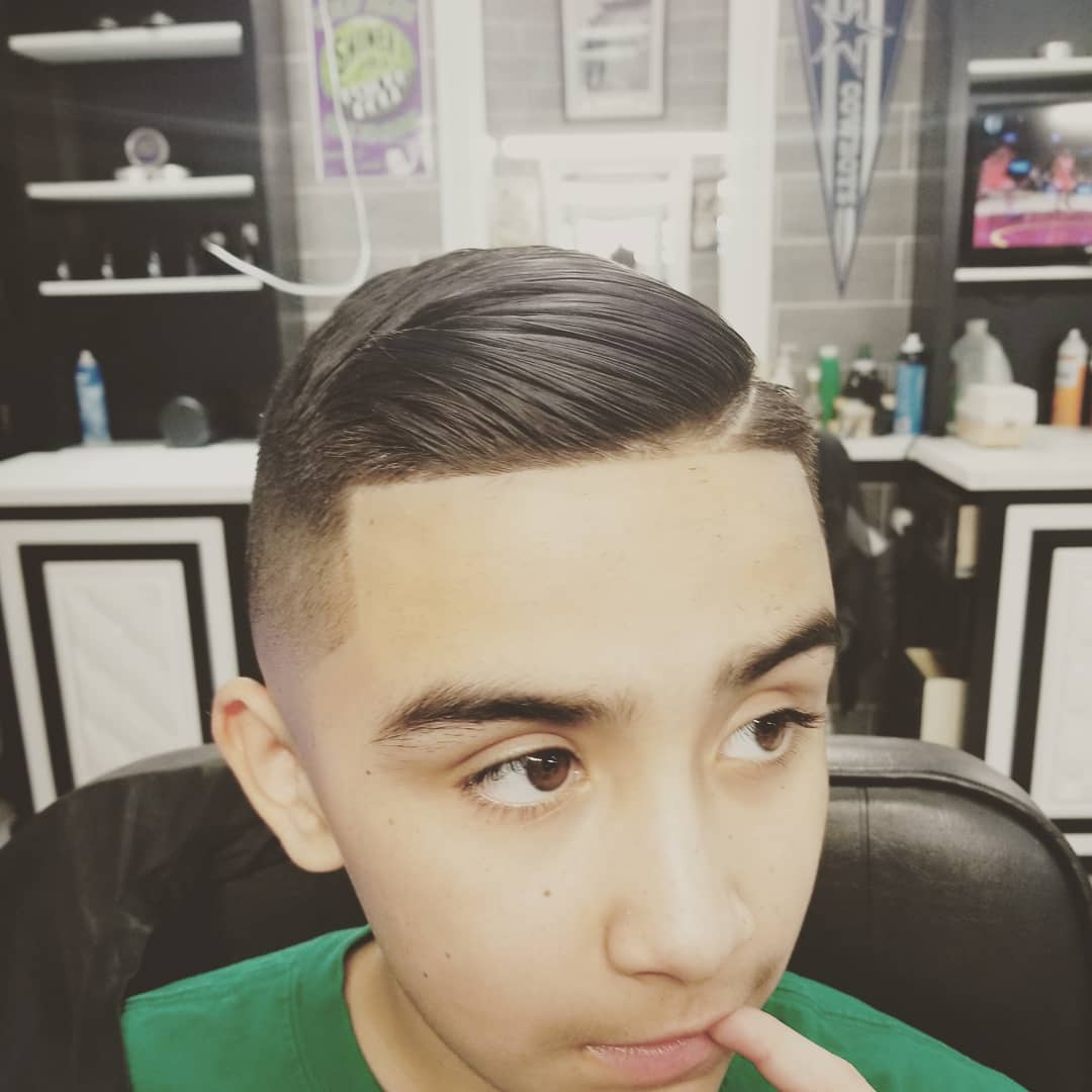 https://signaturebarbershop.net/wp-content/uploads/2020/11/gallery_full-11.jpg