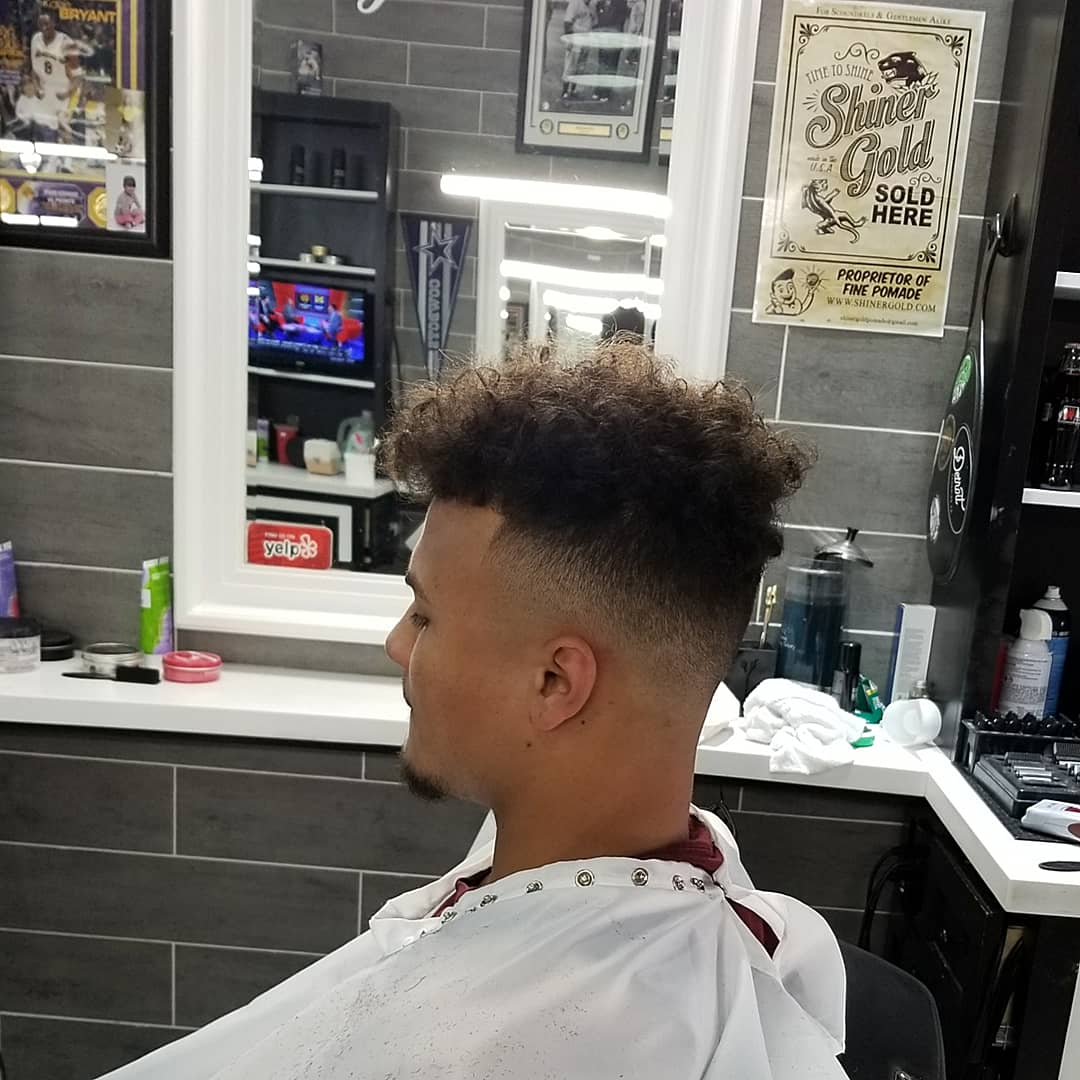 https://signaturebarbershop.net/wp-content/uploads/2020/11/gallery_full-12.jpg
