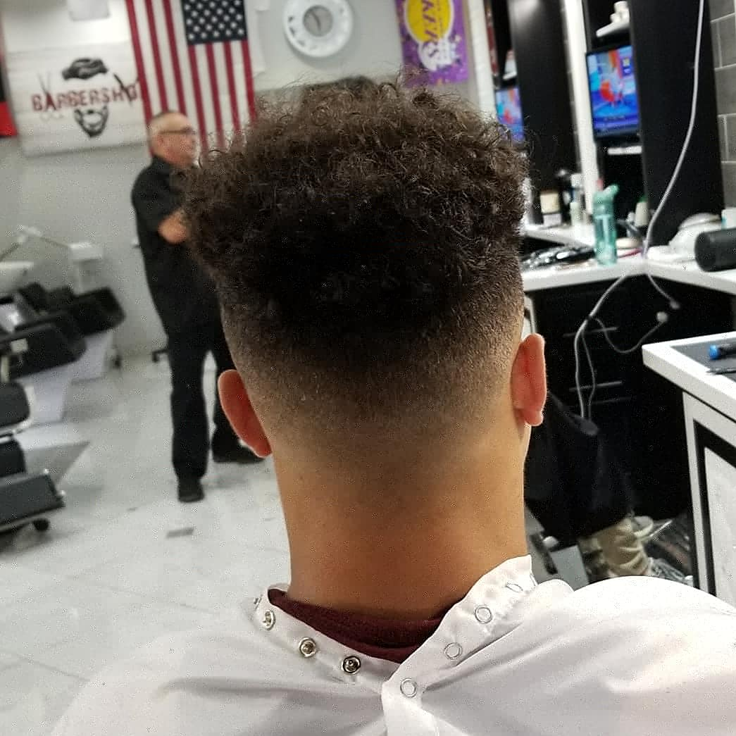 https://signaturebarbershop.net/wp-content/uploads/2020/11/gallery_full-13.jpg