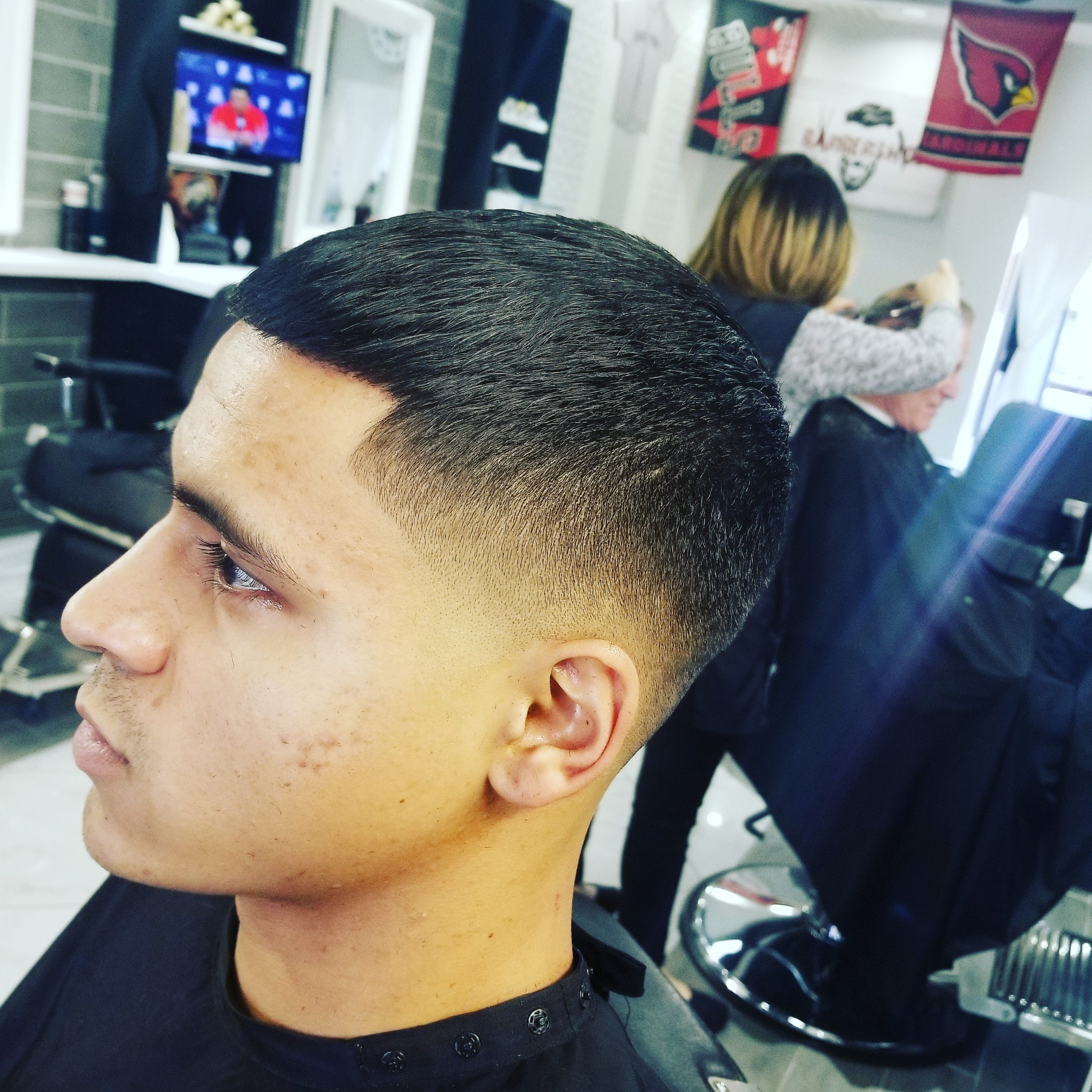https://signaturebarbershop.net/wp-content/uploads/2020/11/gallery_full-5-scaled.jpg